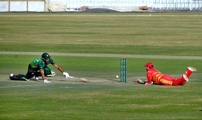 RAWALPINDI: October 30 - A view of cricket match playing between Pakistan and Zimbabwe teams during first One-Day International (ODI) cricket match at Rawalpindi Cricket Stadium. APP photo by Abid Zia