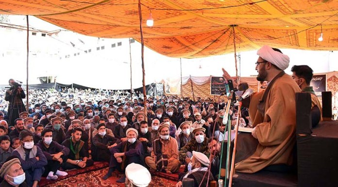 GILGIT: October 08 - Allama Arif Hussain Taabi addressing the Majlis of Chehlum during procession to commemorate the martyrdom of Hazrat Imam Hussain (AS) in Karbala, grandson of Holy Prophet (SAWW). APP photo by Ashraf Hussain