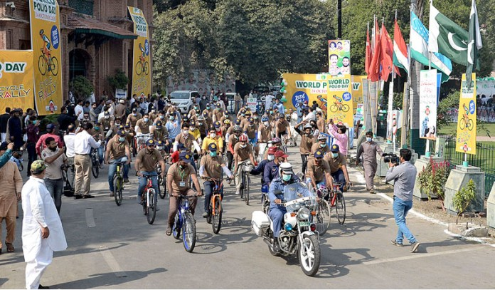LAHORE: October 24 – A view of cycle rally start from Town Hall to mark the World Polio Day. APP photo by Amir Khan