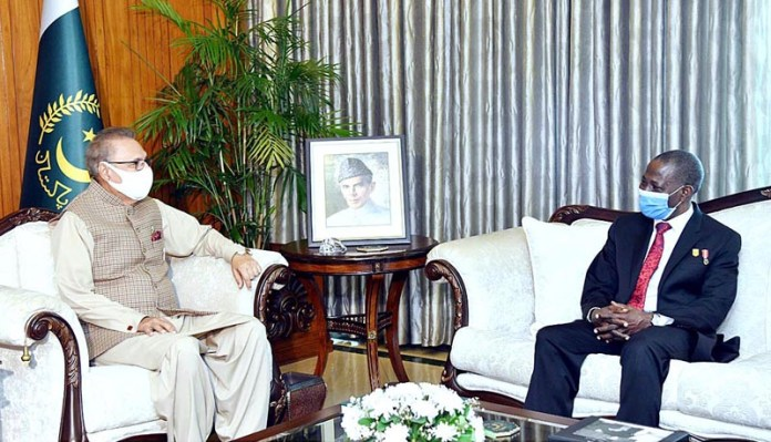 ISLAMABAD: October 09 - The outgoing Nigerian High Commissioner, Major General (R) Ashimiyu A. Olaniyi paid a farewell call on President Dr Arif Alvi, at Aiwan-E-Sadr. APP