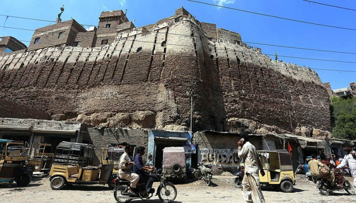 HYDERABAD: October 17 – A view of damage wall at Pakka Fort need the attention of concerned authorities. APP photo by Akram Ali