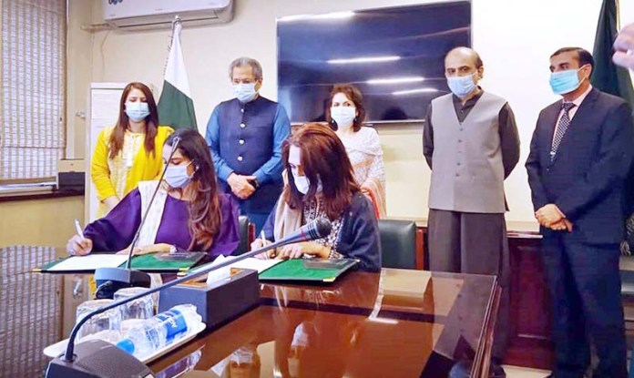 ISLAMABAD: October 29 - Federal Minister for Education, Shafqat Mahmood witnessing the signing ceremony of Letter of Understanding between FDE and doctHERS' Smart Clinics for promoting high quality health care through use of technology and telemedicine. APP