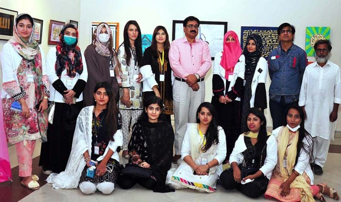 RAWALPINDI: October 13 - Director Punjab Arts Council Waqar Ahmad in a group photo with the participating artists during calligraphic exhibition at Arts Council. APP by Abid Zia