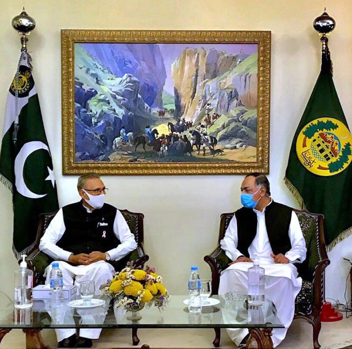 QUETTA: October 23 - Governor Balochistan, Justice (Retd) Amanullah Khan Yasinzai in a meeting with President Dr. Arif Alvi at Governor's House. APP