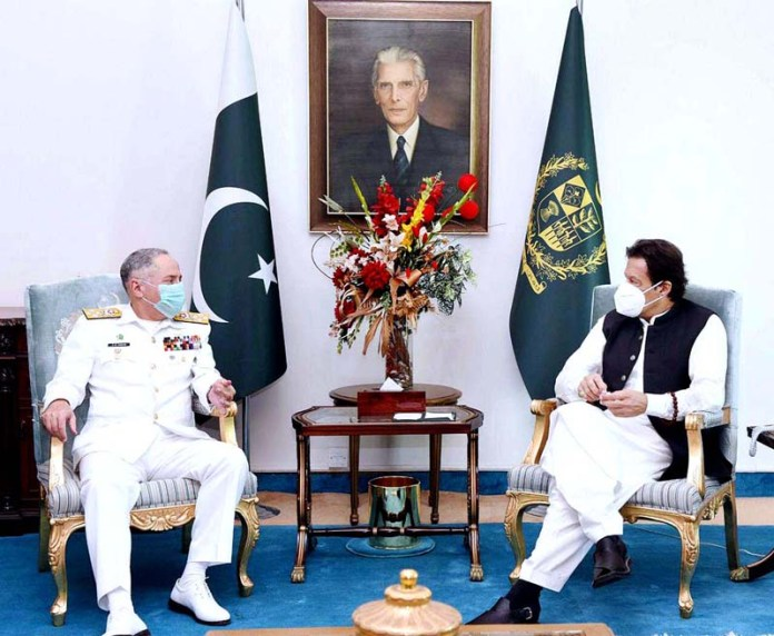 ISLAMABAD: October 05 - Chief of Naval Staff Admiral Zafar Mahmood Abbasi pays a farewell call on Prime Minister Imran Khan. APP