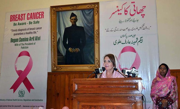 QUETTA: October 23 - First lady Begum Samina Arif Alvi addressing during a programme for awareness campaign against breast cancer at Governor House. APP photo by Mohsin Naseer