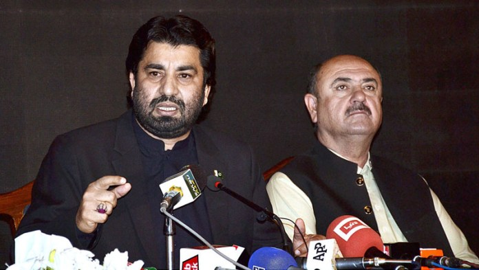 QUETTA: October 22 - Deputy Speaker National Assembly Qasim Suri addressing a press conference at a local hotel. APP photo by Mohsin Naseer