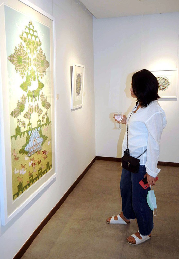 ISLAMABAD: October 22 – A visitor views an art work of renowned artist Muhammad Atif Khan during an exhibition at Tanzara Gallery. APP photo by Irfan Mahmood