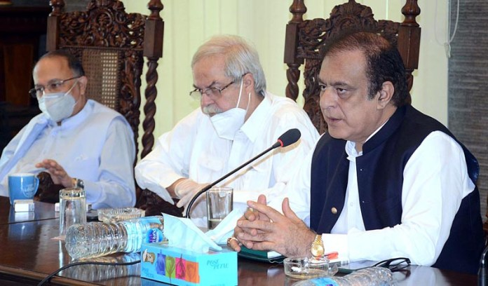 KARACHI: October 07 - Federal Minister for Information and Broadcasting Senator Shibli Faraz addressing during a meeting with All Pakistan Newspapers Society (APNS) members. APP Photo by Abbas Mehdi