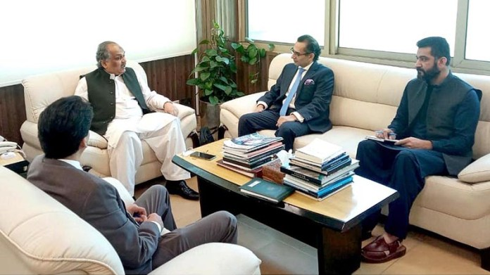 ISLAMABAD: October 16 – Federal Secretary Ministry Of IT and Telecommunication, Shoaib Ahmad Siddiqui in a meeting with Microsoft Country Director Shahzad Khan. APP