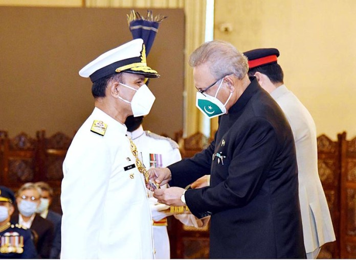 ISLAMABAD: October 15 - President Dr. Arif Alvi conferring Nishan-E-Imtiaz (Military) on Chief Of The Naval Staff, Admiral Muhammad Amjad Khan Niazi, at a special investiture ceremony at Aiwan-E-Sadr. APP