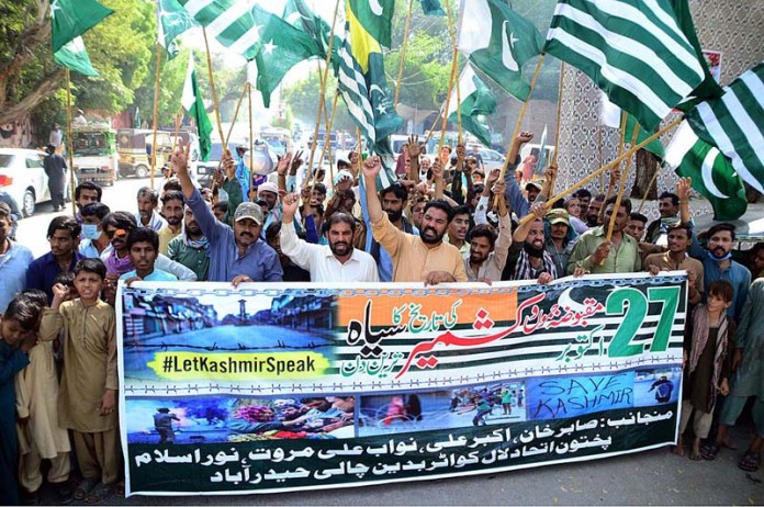 HYDERABAD: October 27 – People from different walks of life participating in Kashmir solidarity rally in connection with Black Day to be observed on 27th October as protest against Indian illegal occupation of Kashmir on October 27, 1947 organized by Pakhton Etehad at Press Club Road. APP photo by Farhan Khan