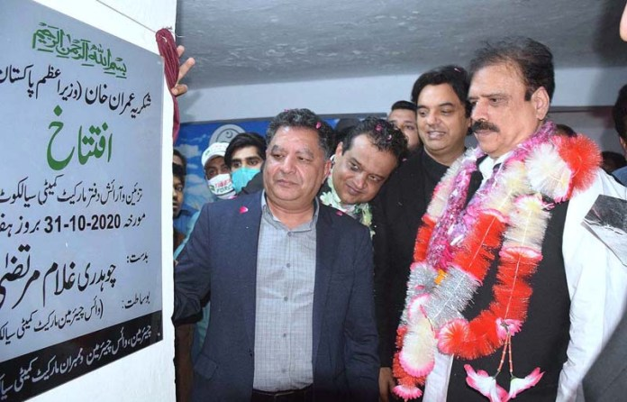 SIALKOT: October 31 – SPAM for Youth Affairs Muhammad Usman Dar along with Naveed Anwar Bhinder Chairman PAMRA inaugurating the Market Committee office. APP Photo by Muhammad Munir Butt