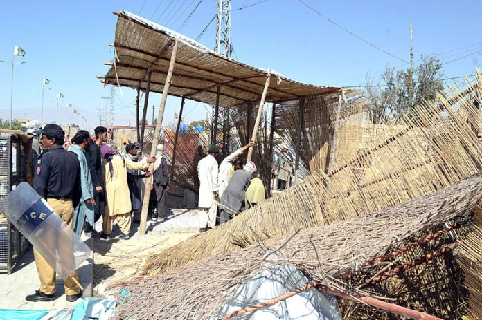 QUETTA: October 14 - Pakistan Railway staffers removing encroachments on the railway area near Joint Road. APP photo by Mohsin Naseer
