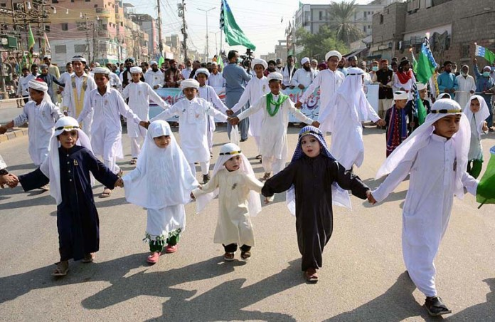 KARACHI: October 30 – Children wears Arabic dress participating in Eid Milad-un-Nabi (PBUH) procession to celebrate birthday of Holy Prophet Muhammad (PBUH). APP Photo by M Saeed Qureshi