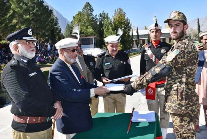 GILGIT: October 27 - Caretaker Chief Minister Gilgit-Baltistan DIG (R) Mir Afzal Khan awarding certificates during police passing out parade at Police Training Center. APP Photo by Ashraf Hussain Nasiri