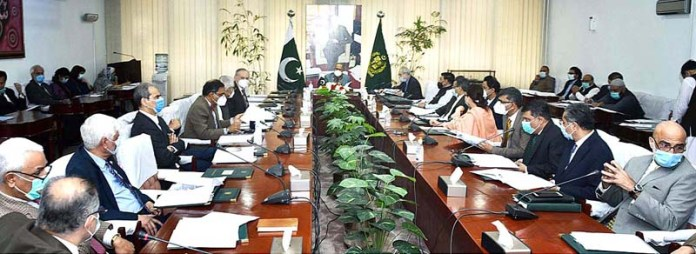 ISLAMABAD: October 28 - Adviser to the Prime Minister on Finance, Dr. Abdul Hafeez Shaikh chairing a meeting of the Economic Coordination Committee (ECC) of the Cabinet. APP