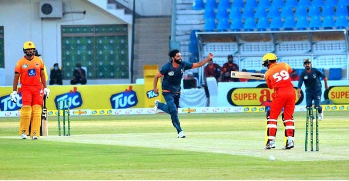 MULTAN: October 01 – A view of the cricket match between Sindh and Balochistan teams during National T20 Cup played at Multan Cricket Stadium. Balochistan team won the match by 02 runs. APP photo by Qasim Ghauri