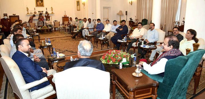 KARACHI: October 07 - Federal Minister for Information and Broadcasting Syed Shibli Faraz in a meeting with the bureau chiefs of news papers at Governor House. APP