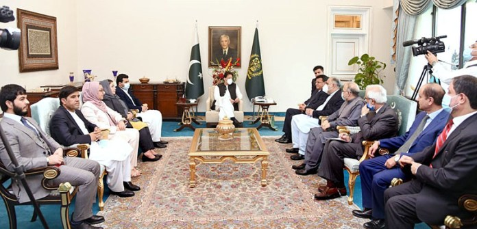 ISLAMABAD: October 23 - Mir Rahman Rahmani, Speaker of Wolesi Jirga (House of People) of Afghanistan along with delegation called on Prime Minister Imran Khan. APP