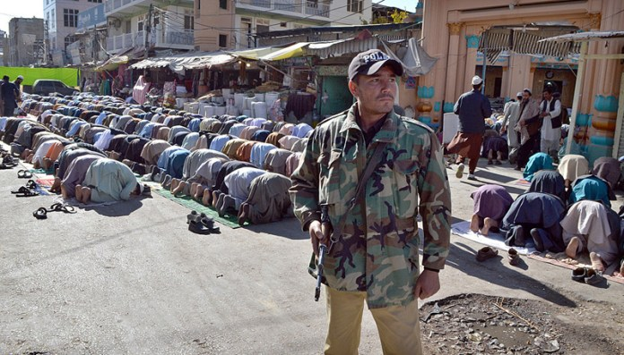 QUETTA: November 06 – Security personnel are alert during prayer of Friday at Meezan Chowk. APP photo by Mohsin Naseer