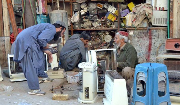 Gas heaters being repaired by shopkeepers at Jaint Road