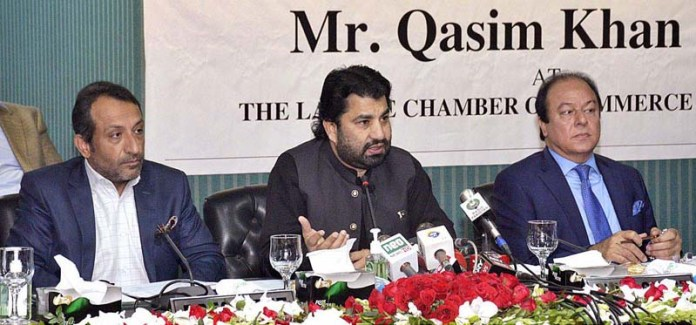 LAHORE: November 11 - Deputy Speaker National Assembly Qasim Khan Suri addressing at Chamber of Commerce and Industry. APP