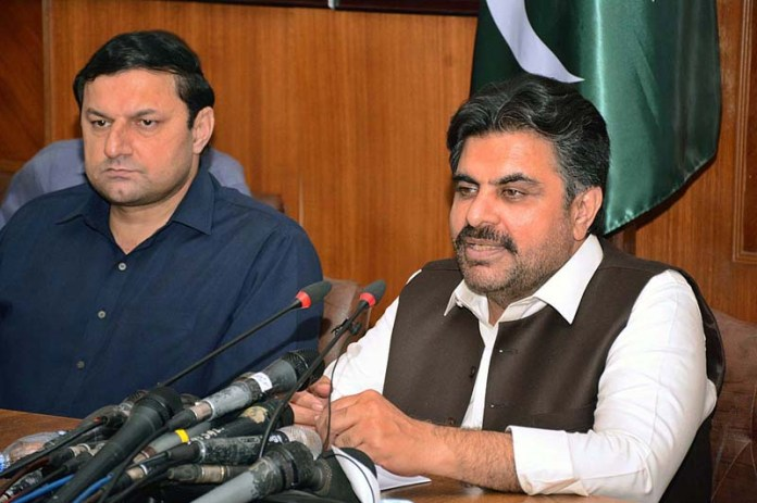 KARACHI: November 09 – Provincial Minister for Local Government, Information, Housing & Town Planning, Forest and Religious Affairs Syed Nasir Hussain Shah addressing a press conference at Sindh assembly committee room in Provincial Capital. APP Photo by Saeed Qureshi