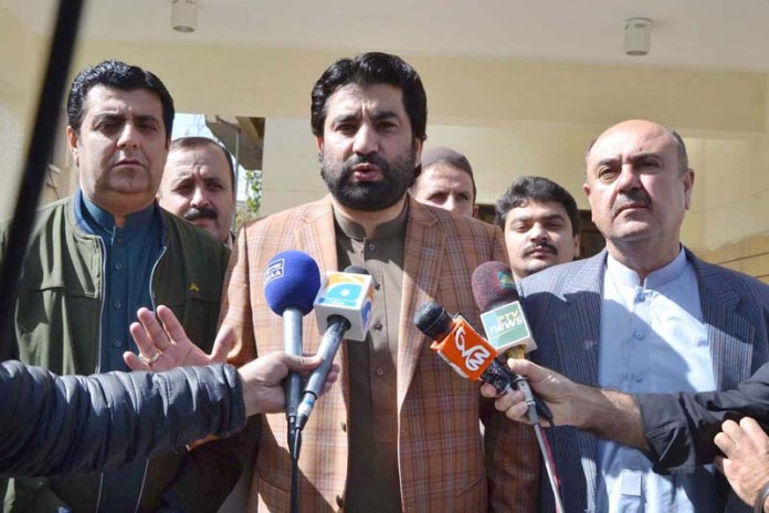 QUETTA: November 01 - Deputy Speaker National Assembly Qasim Khan Suri talking to media persons after certificate distribution ceremony for 30th Mid Career Management Course of National Institute of Management (NIM). APP photo by Mohsin Naseer
