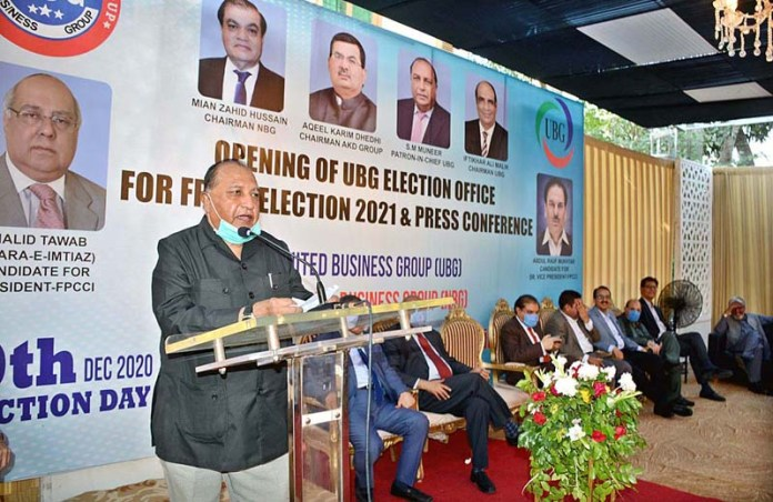 KARACHI: October 05 - Patron-in- Chief of United Business Group(UBG) S M Muneer addressing a press conference at the opening of UBG election office for FPCCI election 2021 at FPCCI in Provincial Capital. APP photo by M Saeed Qureshi