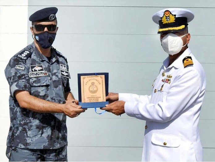 Commanding Officer PNS Zulfiquar exchanging souvenirs with Commander Royal Jordanian Navy Force onboard Pakistan Navy Ship Zulfiquar during Overseas deployment
