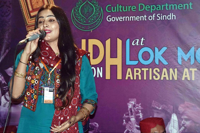 "ISLAMABAD: November 06 – An artist is performing during the opening ceremony of Folk Festival of Pakistan ""LOK MELA"" at Lok Virsa Shakarparian. APP photo by Irfan Mahmood"