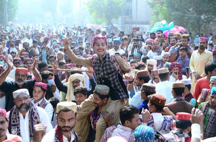 A large numbers of people participating in rally with wearing the Sindhi Topi & Ajrak during Sindhi Culture Day outside press club