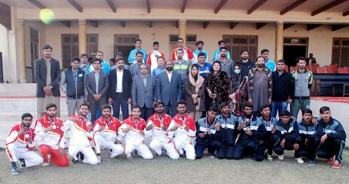 A group photo of Punjab Government Spokesperson Sumaira Malik, Divisional Sports Officer Maqsood Al Hassan with players during Commissioner Cup Sports Gala 2020