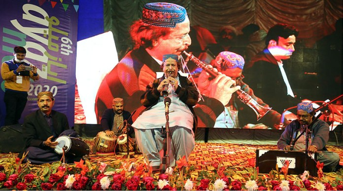 Folk artist Abdullah Khan performing on the stage on the last day of 6th Ayaz Mela organized by Khanabadosh Writers Café at Sindh Museum