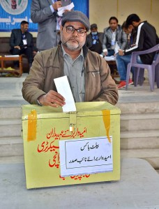 A journalist casting vote during Faisalabad Press Club Elections-2021