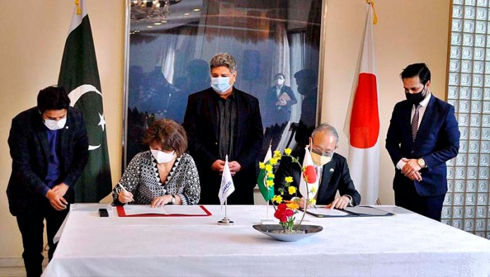 The Ambassador of Japan to Pakistan, His Excellency Mr. MATSUDA Kuninori, and UNHCR Representative, Ms. Noriko Yoshida, signs an agreement as the Government of Japan has announced on Monday a contribution of USD 3.7 million to support UNHCR's programmes and activities for Afghan refugees and host communities in Pakistan