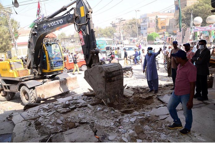 Staffers of Anti Encroachment Cell demolishing encroachments at Airport Road Latifabad