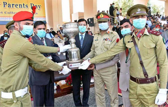 GOC Pano Aqil Garrison Major General Ghulam Shabeer Narejo giving away Champion Trophy to ZA Bhutto House on the eve of 29th Parents Day ceremony at Cadet College