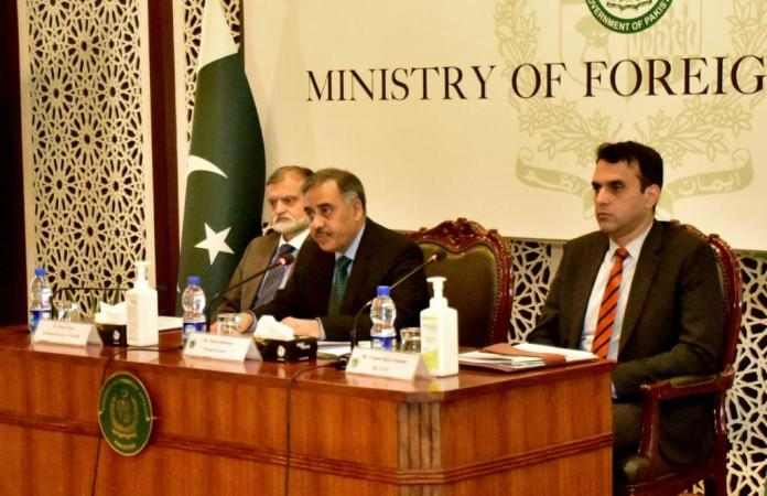 Foreign Secretary briefs heads of diplomatic missions about situation in IIOJK