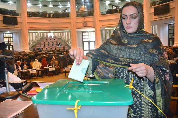 A MPA casting her vote during the Senate Election 2021 in Provincial Assembly