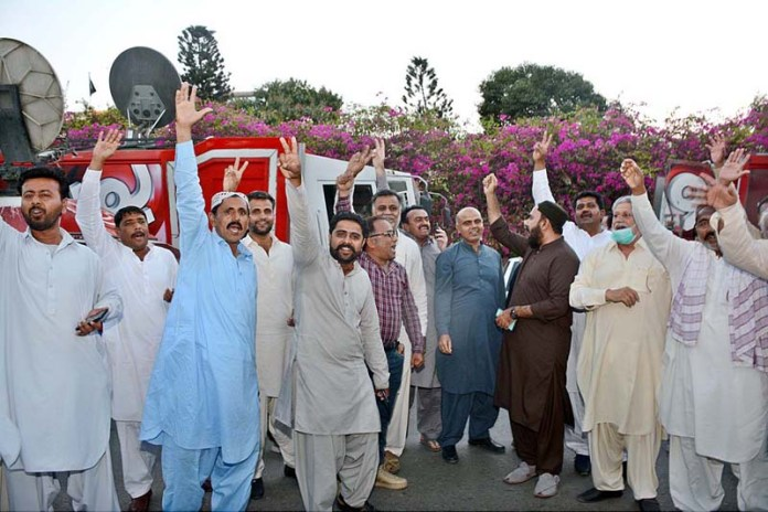 PTI workers chanting slogans in front of the Sindh Assembly to celebrate the victory of a PTI candidate for the Senate seat