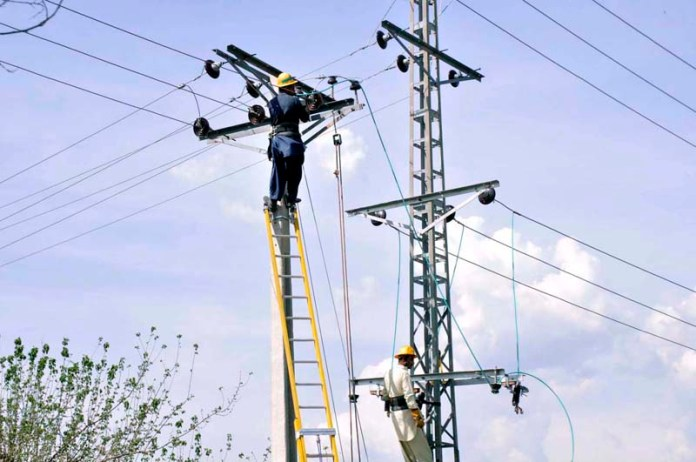 IESCO workers busy in repairing the electric wire in Federal Capital