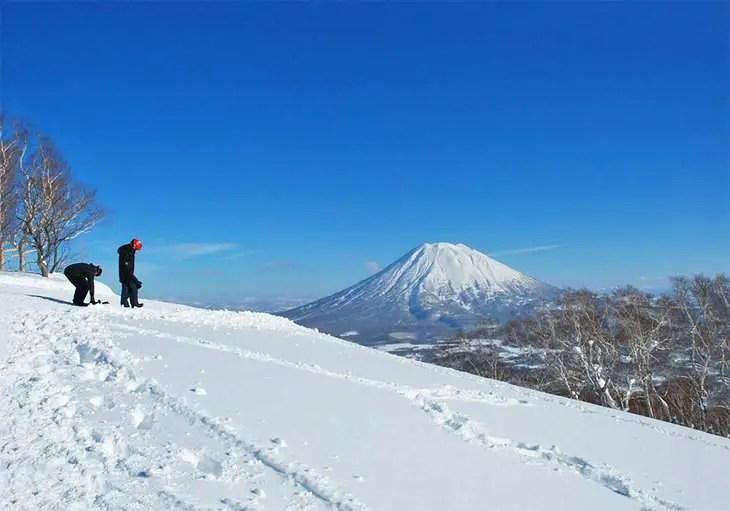 Niseko avec le Mont Fuji au loin