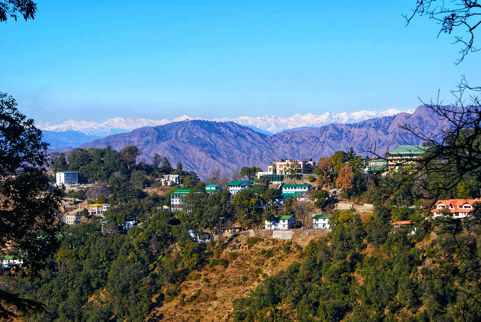 How to choose the best honeymoon package in Mussoorie at budget prices