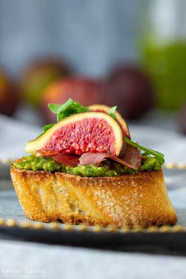 Bite-Size Prosciutto Fig Crostini