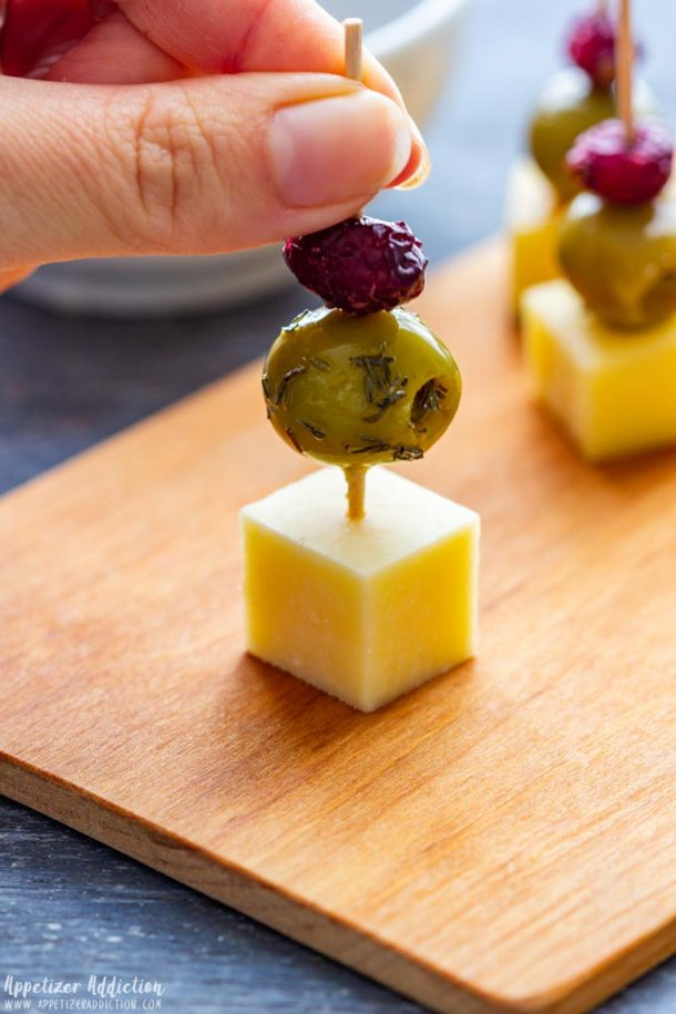 How to make Cranberry Olive Cheese Skewers Step 2