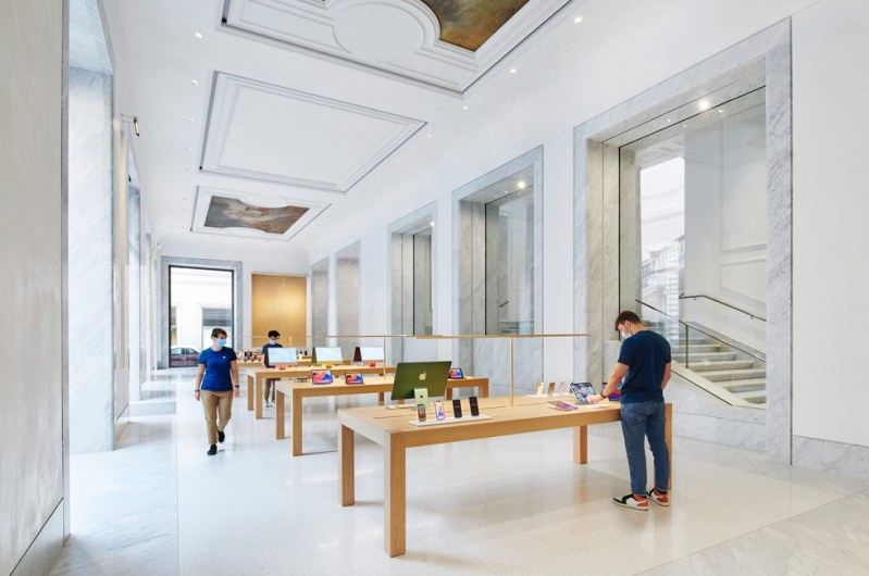 L'interno di Apple Via del Corso