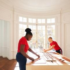 Kitchen Window Treatments Ideas Kitchenaid Appliances Apple Newsroom Champs Elysees Opens Setting Up Tables 11152018 Big Jpg