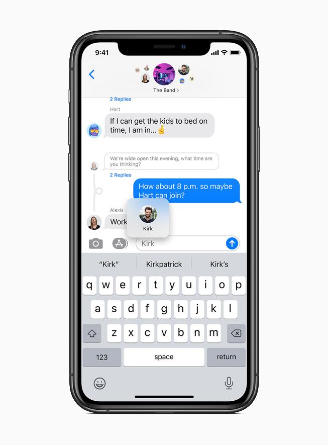 Nuova funzione di conversazioni fissate in Messaggi visualizzata su iPhone 11 Pro.